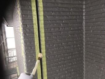 シーリング工事でプライマーの塗布