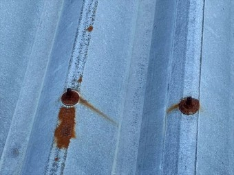 折板屋根のボルト
