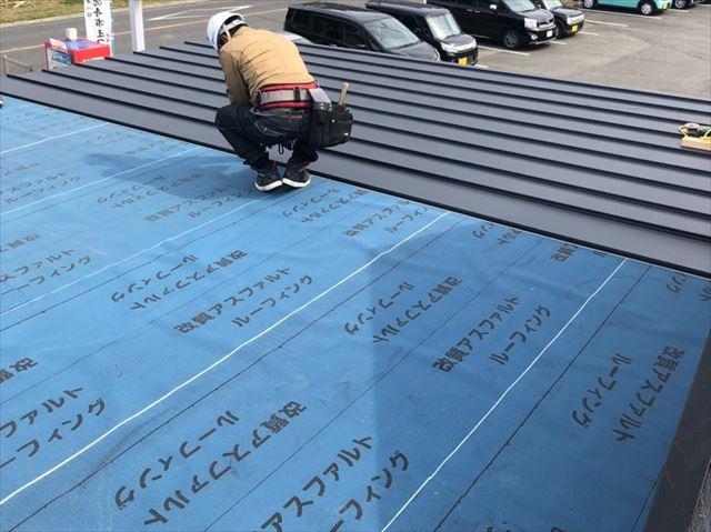 金属屋根の施工