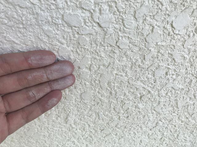 モルタル外壁のチョーキング