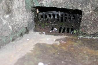 錆びた排水溝