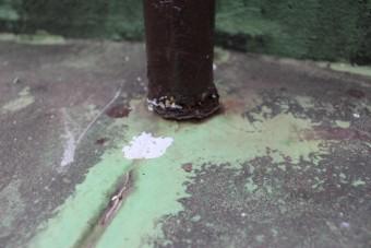 錆びた鉄製安全柵