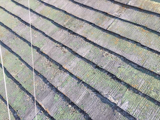 スレート屋根の塗膜の剝がれ