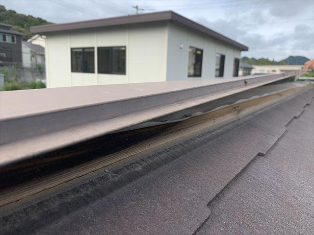 山口市で台風17号の影響で浮いた棟板金の現地調査へ伺いました。