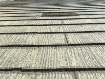 色褪せたスレート屋根材
