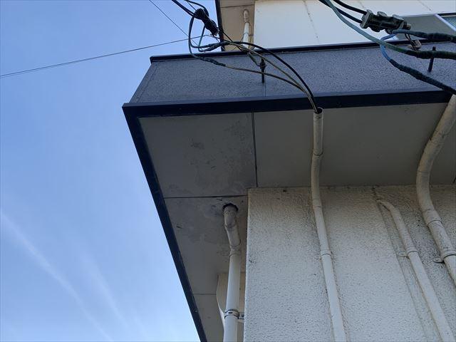 岩国市で、陸屋根住宅のパラペットの劣化からの雨漏りと防水工事のため、現地調査へ伺いました。