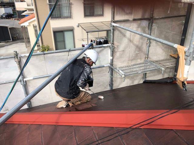 岩国市で錆の発生した棟板金に錆止め、化粧スレート屋根に屋根塗装で防水性の回復