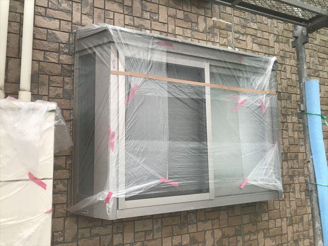 ビニールで養生をした窓
