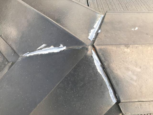棟板金の塗膜剥がれ