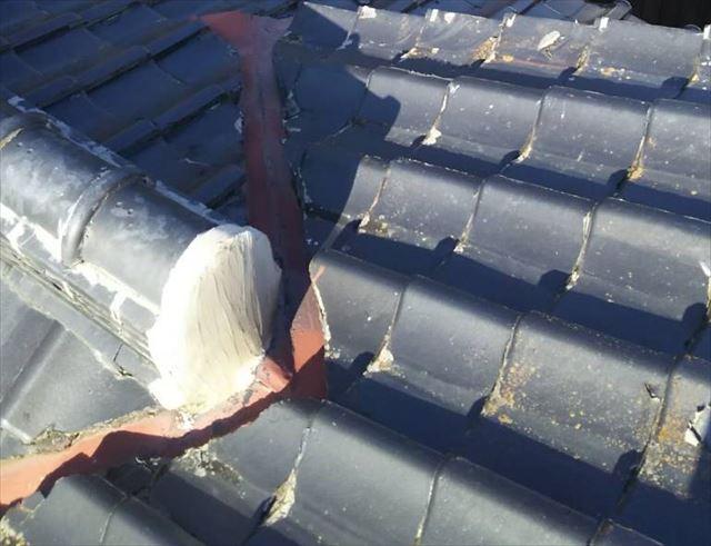 セメント瓦屋根の谷板金