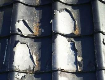 セメント瓦屋根の塗膜の剝がれ
