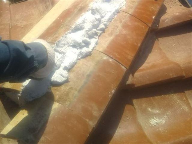 南蛮漆喰で棟の土台づくり