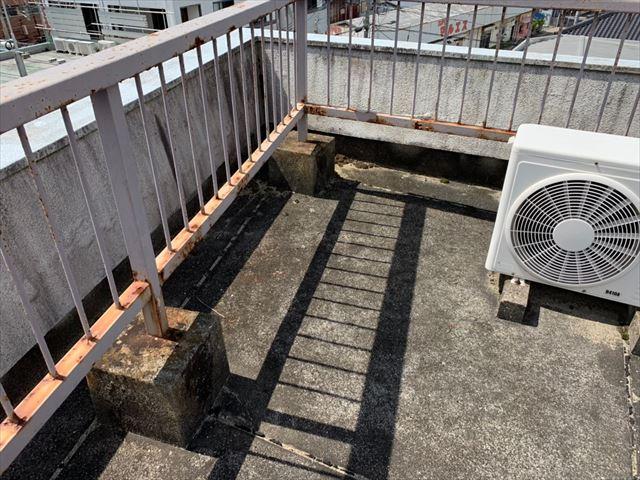 屋上のフェンスのサビ