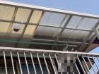 ベランダ屋根の穴の開いた波板