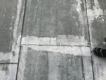 アスファルト防水の押えコンクリートの目地のひび割れ