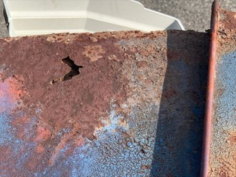 金属屋根の穴開き