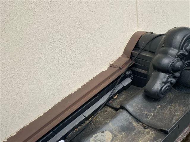 外壁と屋根の取り合い板金