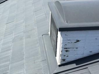 外壁の塗膜が剥がれたドーマー
