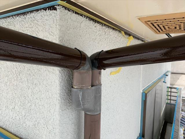 塗装途中の雨樋