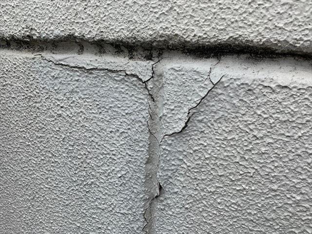 外壁の塗膜の割れ