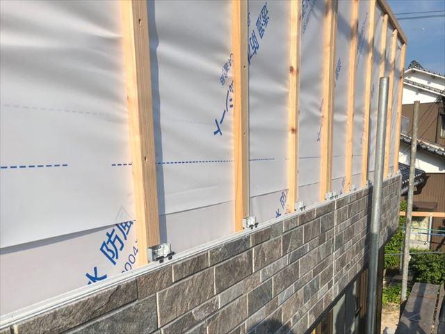 ベランダ外壁の胴縁とサイディング
