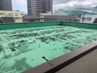 劣化したシート防水の屋上