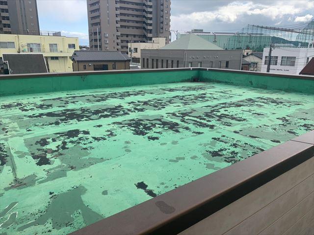 下松市で防水工事の見積もり、屋上のシート防水の破損を無料点検