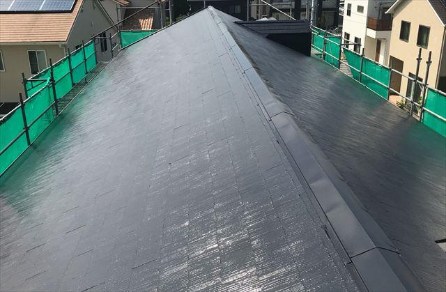 塗装後のアパートのスレート屋根